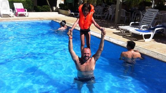 avc-enzo-piscina